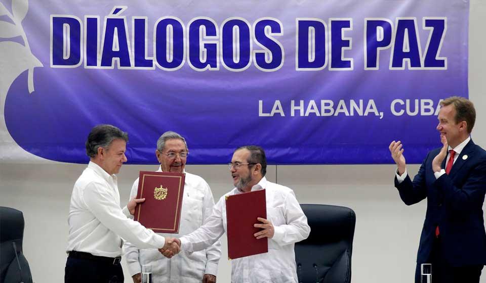 'El cese al fuego en Colombia es un ejemplo', Rigoberta Menchú